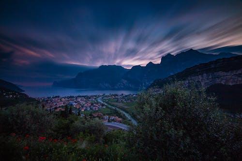Gratis stockfoto met adembenemend, atmosfeer, avond, berg