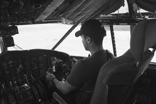 Kostenloses Stock Foto zu aviate, cockpit, erwachsener, fahrzeug