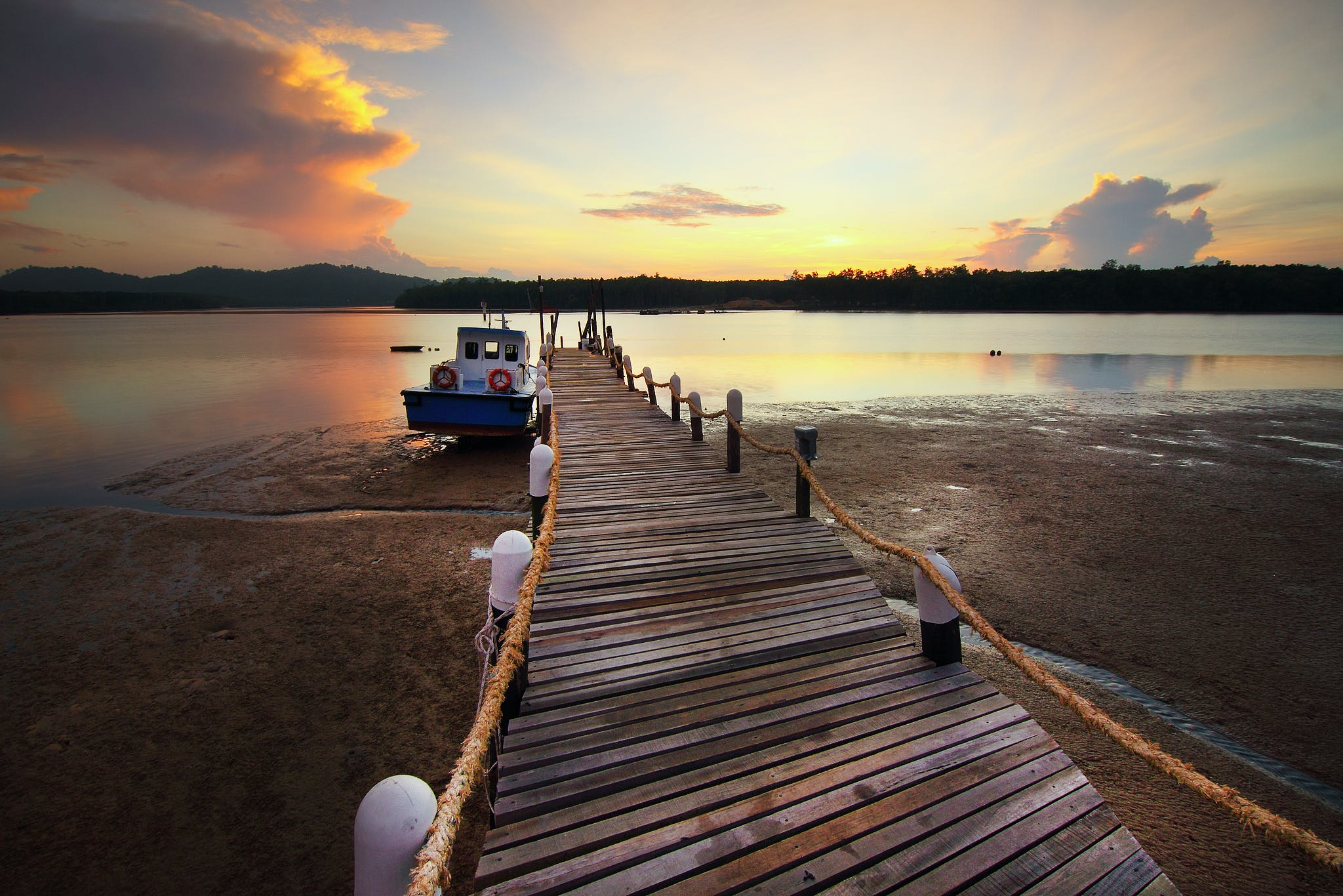 Fotos de stock gratuitas de agua, amanecer, arboles, barca