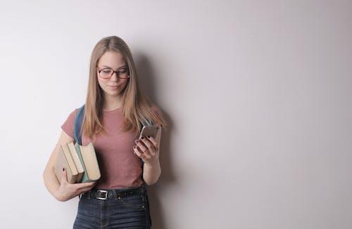 Gratis lagerfoto af afslappet, bod, bog, bogorm