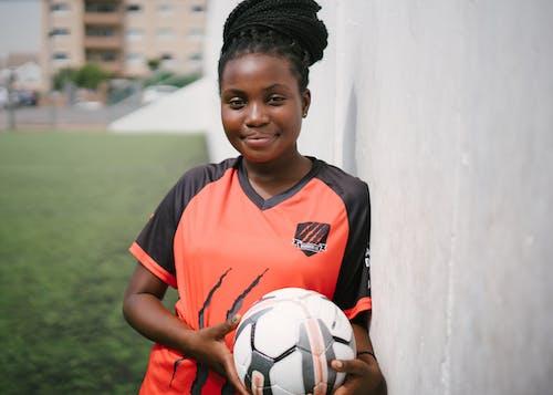Fotobanka sbezplatnými fotkami na tému Afroameričanka, černoška, dosková hra, futbal