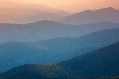 Darmowe zdjęcie z galerii z błękitne góry, fale, kolory zachodu słońca, obszar górski