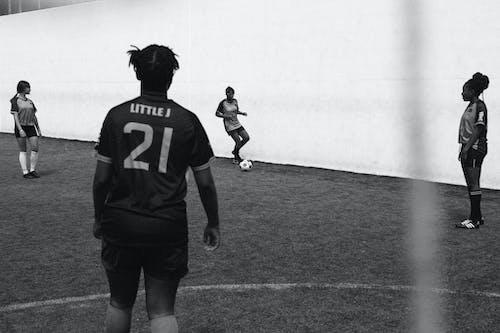 Darmowe zdjęcie z galerii z czarno-biały, gra, gracze, kula