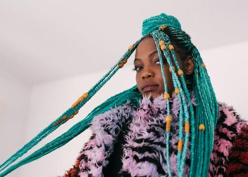 Základová fotografie zdarma na téma afroameričanka, černoška, na výšku, nosit