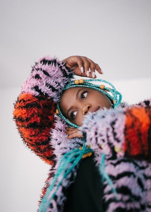 Základová fotografie zdarma na téma afroameričanka, černoška, móda, na výšku