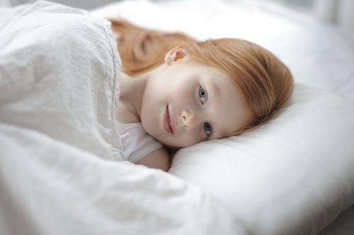 Бесплатное стоковое фото с время отхода ко сну, выражение лица, девочка