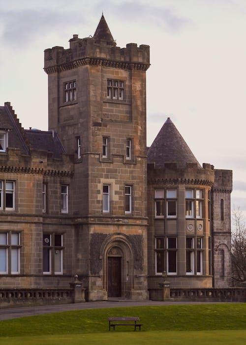 Foto d'estoc gratuïta de banc, castell, edifici arquitectònic, herba