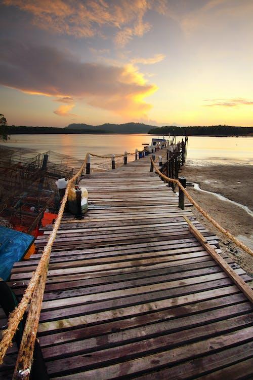 Безкоштовне стокове фото на тему «берег моря, відображення, вода, дерев'яний»