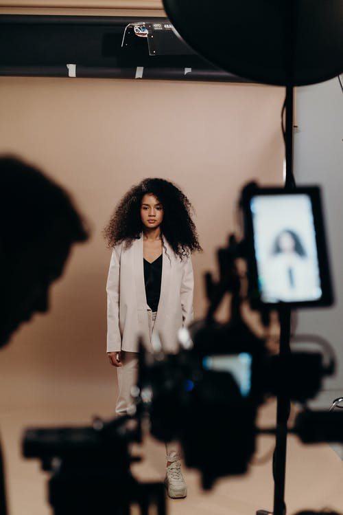 Бесплатное стоковое фото с афро волосы, бизнес, в помещении