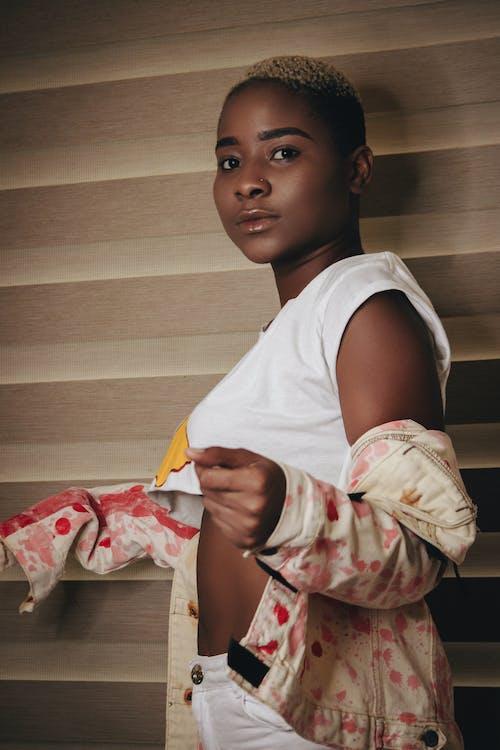 Бесплатное стоковое фото с 20-25 лет женщина, афро-американец, афро-американка, Взрослый