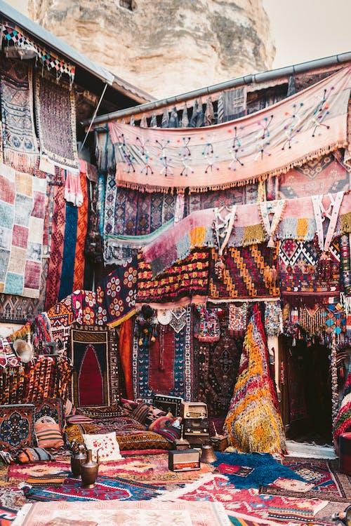 Fotos de stock gratuitas de alfombras, capadocia, colgando
