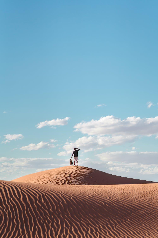 Man standing on the desert. | Photo: Pexels