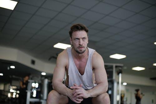 Gratis lagerfoto af biceps, bodybuilding, fitnesscenter, fyr