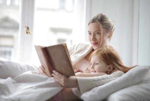 兒童, 女人, 女孩, 室內 的 免费素材照片
