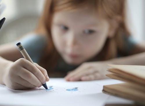 çizim, çocuk, Eğitim, kız içeren Ücretsiz stok fotoğraf