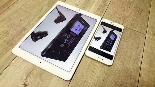 Fotobanka sbezplatnými fotkami na tému Apple, drevený stôl, elektronika, iPad