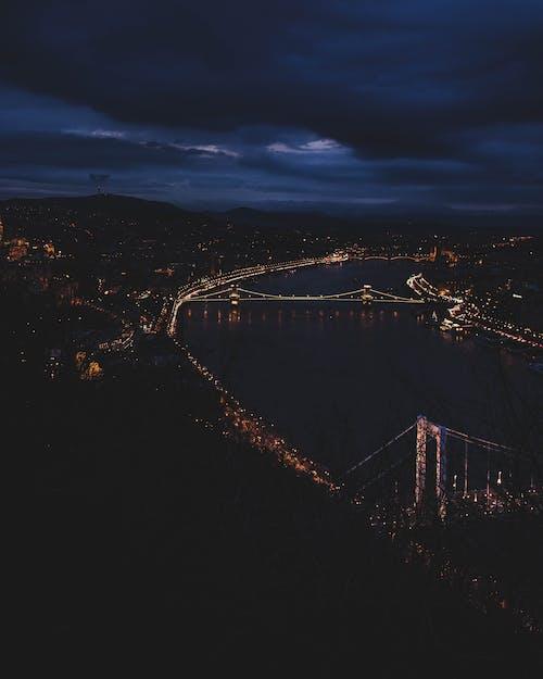 Ilmainen kuvapankkikuva tunnisteilla Budapest, kaupungin yö, kaupunki, silta