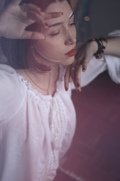 Безкоштовне стокове фото на тему «біла сукня, вираз обличчя, вродлива, Гарний»