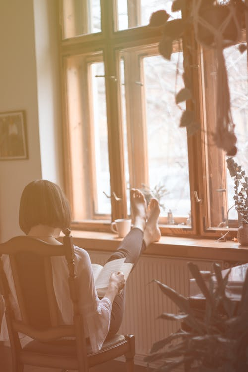Ingyenes stockfotó ablak, beltéri, kikapcsolódás, nő témában