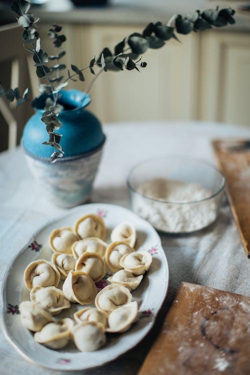 Foto profissional grátis de alimento, artesanal, bolinhos, caseiro