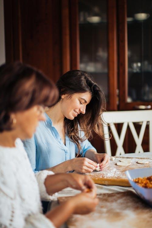 Kostenloses Stock Foto zu drinnen, essen, essen zubereiten