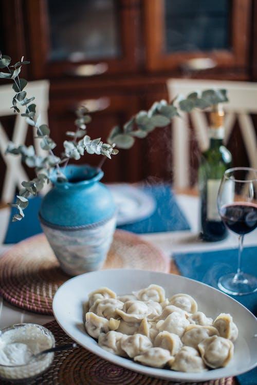 Gratis stockfoto met bloemenvaas, bord, eigengemaakt