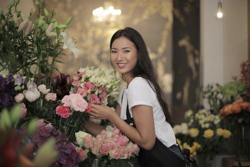 亞洲女人, 咖啡色頭髮的女人, 圍裙, 女人 的 免費圖庫相片