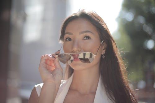 Gratis lagerfoto af asiatisk kvinde, brunette, eftertænksom, kigge væk