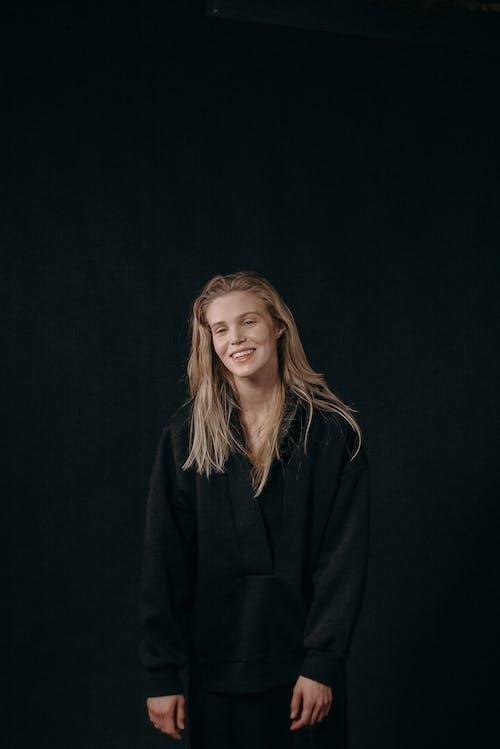 Бесплатное стоковое фото с блондинка, выражение лица, женщина
