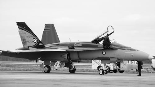 Безкоштовне стокове фото на тему «Авіація, аеропорт, боєць, бойовий літак»