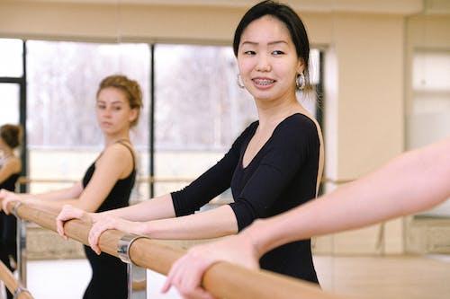 Бесплатное стоковое фото с аудитория, балет, балетный класс, в помещении