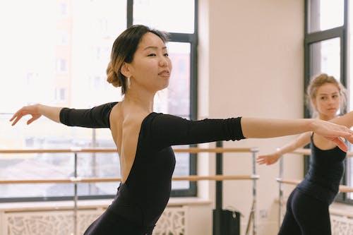 Fotos de stock gratuitas de adentro, asiática, bailar, Bailarín de ballet