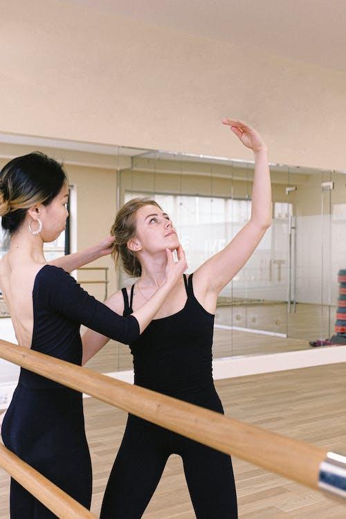 antrenman yapmak, bale, bale sınıfı, balerin içeren Ücretsiz stok fotoğraf