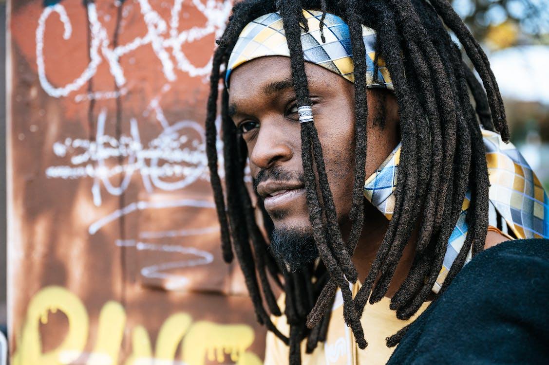 Безкоштовне стокове фото на тему «афроамериканський чоловік, дреди, зачіска»