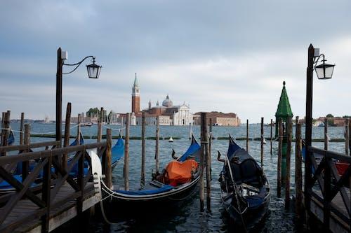 Foto profissional grátis de abajur, água, barco, castelo