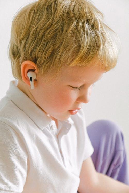 Gratis stockfoto met blond, draadloze, earphone, hoofdtelefoon