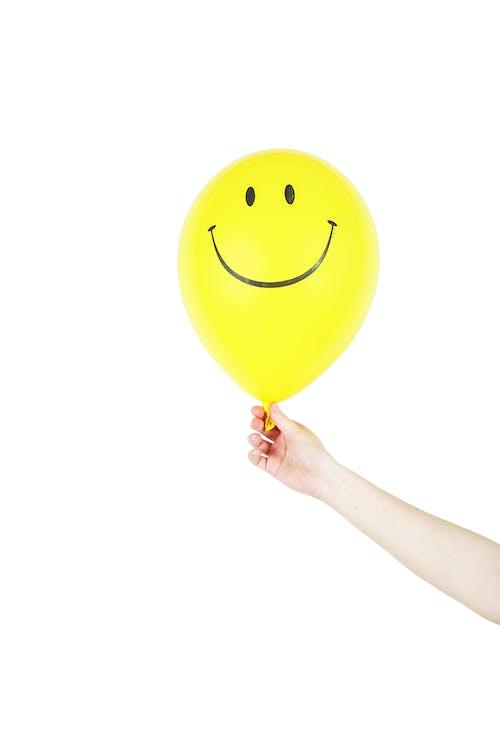 握住, 氣球, 笑臉, 黃色 的 免費圖庫相片