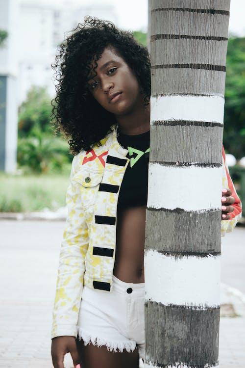 Бесплатное стоковое фото с 20-25 лет женщина, африканка, афро-американка, блейзер