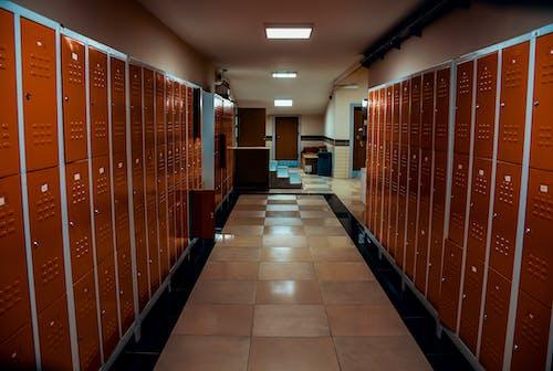 Photos gratuites de à l'intérieur, cabine d'essayage, casiers, vestiaire