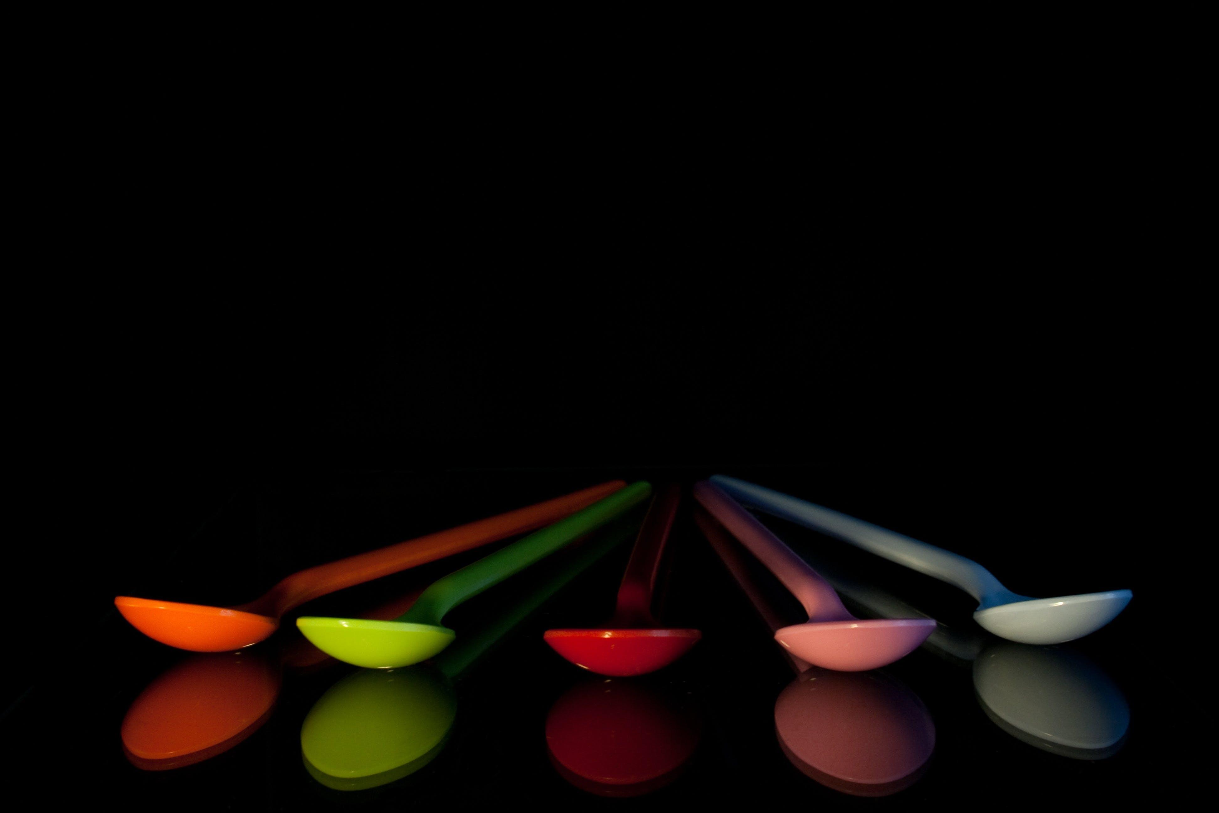 Gratis lagerfoto af farverig, plastik, refleksion, skeer