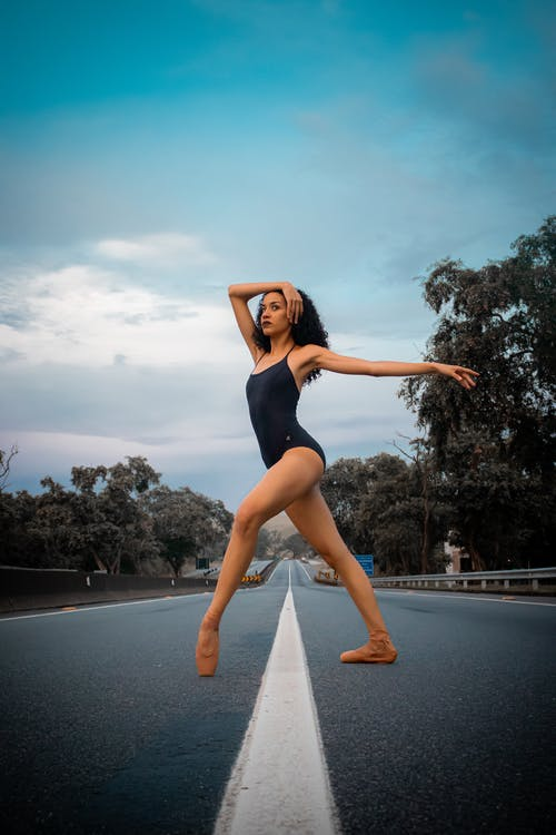 Fotobanka sbezplatnými fotkami na tému baletka, baletné topánky, cesta, človek