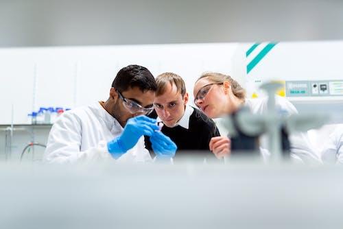 Immagine gratuita di biochimica, chimica, donna, femmina