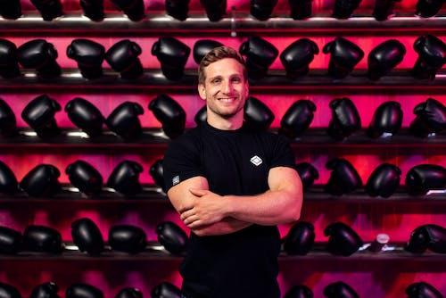 Kostenloses Stock Foto zu boxer, boxhandschuhe, drinnen, fitness