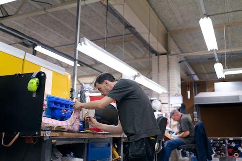 Kostenloses Stock Foto zu crafting, drinnen, engineering, fähigkeit
