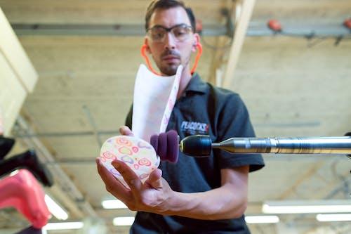 Foto profissional grátis de assistência médica, braçadeira, crafting, criador