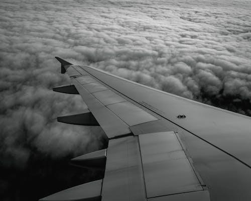bulutlar, cam, hava aracı, havacılık içeren Ücretsiz stok fotoğraf