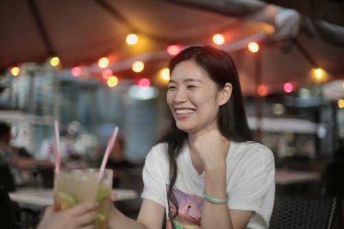 アジアの女性, カクテル, ドリンク, ナイトライフの無料の写真素材