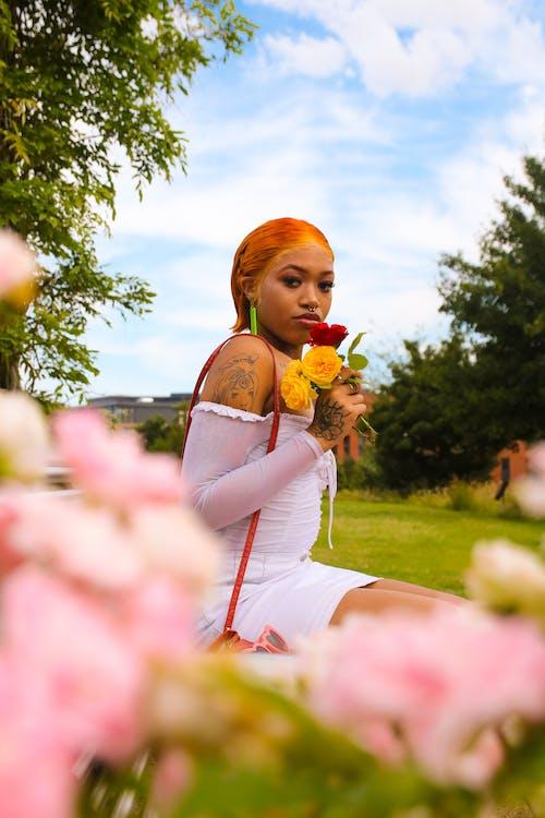 Foto profissional grátis de flores, moda, modelo