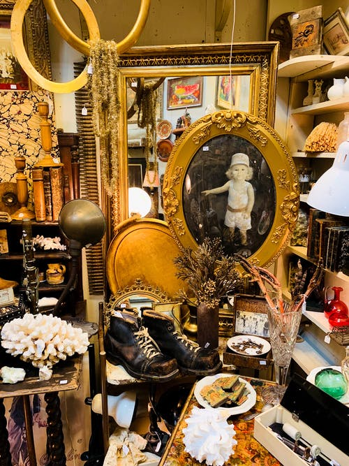 Store with old vintage items