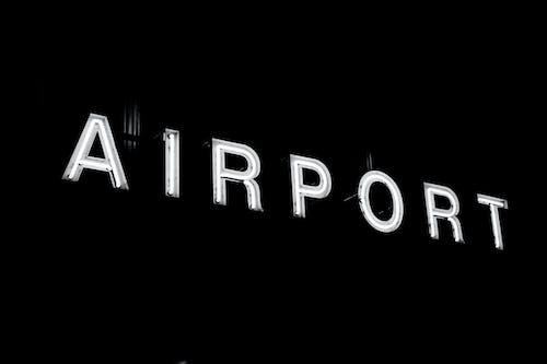Gratis lagerfoto af belyst område, lufthavn, neon, skilt